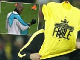 jurgen klopp struggles with borussia dortmund cup final t-shirt (just like mario balotelli and his bib!)